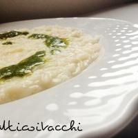 RISOTTO CON PROVOLONE PICCANTE E PESTO DI RUCOLA (vegetariano)